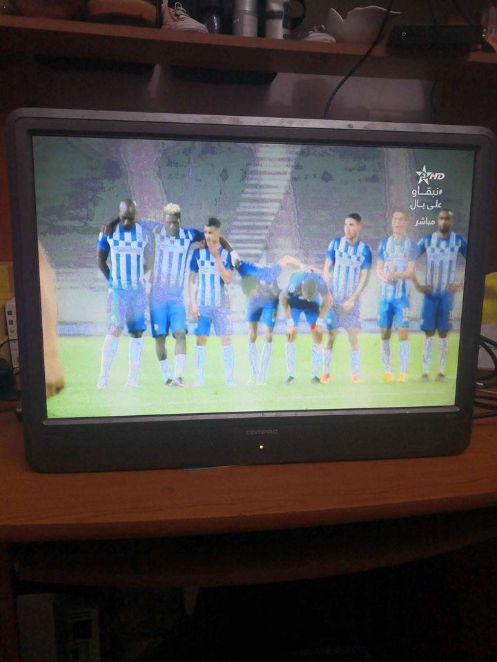 شاشة الحاسوب 22 بوصة للبيع مع إمكانياته تشغيلها تلفاز